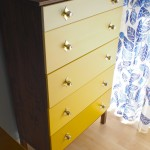 Eksempel på gul træmaling til en kommode