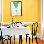 Moderne hjem med gult maling og sjove billeder