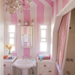 Hvide og lyserøde stribede maling