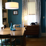 Blå maling i stuen