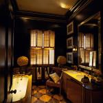 Sort badeværelse