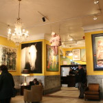 Inspirerende rum med gule vægge
